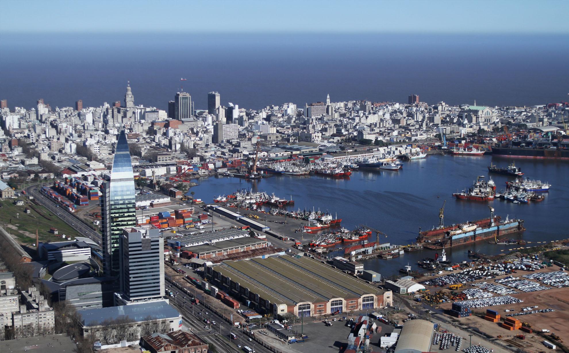 Montevideo en el lugar 19 entre 80 puertos regionales for Fabrica de placares en montevideo